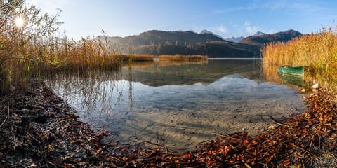 Weißensee in den Allgäuer Alpen im Herbst