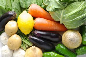 横位置でたくさんの野菜が集合している