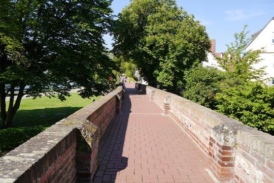 Fußgängerweg Wehrgang Stadtmauer Ulm