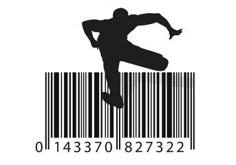 Concept publicitaire montrant un homme, sautant par dessus une haie en forme de code barre, symbole de promotions