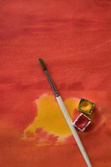 Pinsel und rote Farbe - kreatives Ensemble