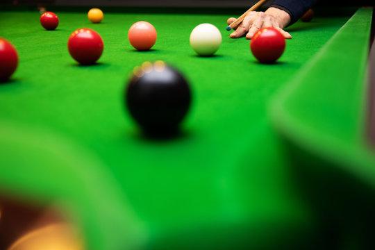 play snooker game - black ball shot