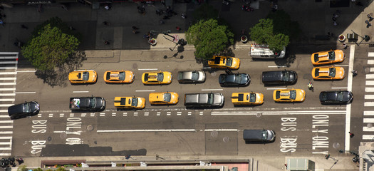 Papiers peints New York TAXI View from skyscrapers on the streets of New York City. Top view on the street with cars on the road. Yellow taxi cabs in New York City