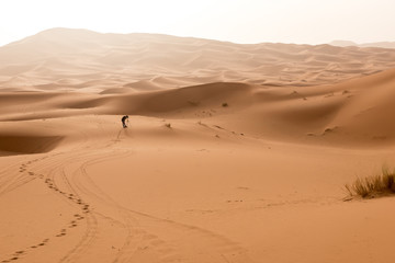 Shooting sand dunes with a camera on a tripod