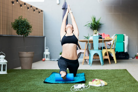 Low lunge with upward stretch right leg on mat.