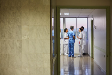 Doctors and nurses discussing something in hospital hall