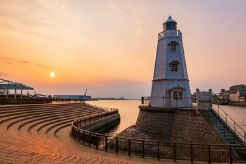 夕暮れの旧堺灯台