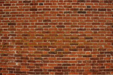 Старинная кирпичная стена