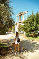 girl takes pictures on the phone to the ruins of ancient Greece