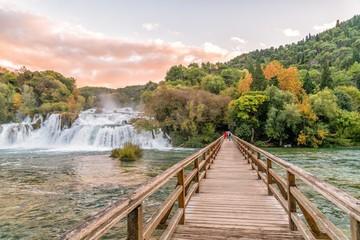 Pont bois chutes d'eau Skradinski parc naturel Krka Croatie