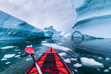 Staande foto Antarctica Kayaking in Antarctica between icebergs with inflatable kayak, extreme adventure in Antarctic Peninsula , beautiful pristine landscape, sea water paddling activity