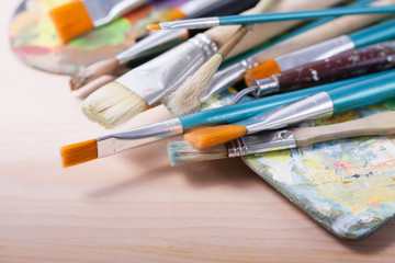 Set of brushes with palettes