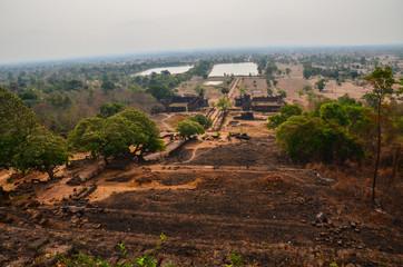 東南アジアのラオス 世界遺産のワット・プー 美しい遺跡と池とチャムパサックの街並み