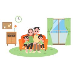 ソファに座る二世帯家族