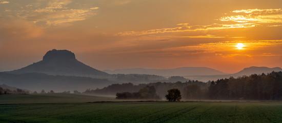 foggy sunrise at mt Lilienstein - Nebeliger Sonnenaufgang am Lilienstein
