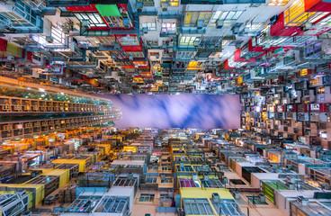 Stores à enrouleur Hong-Kong Colorful apartment building at Quarry Bay, Hong Kong, at Night.