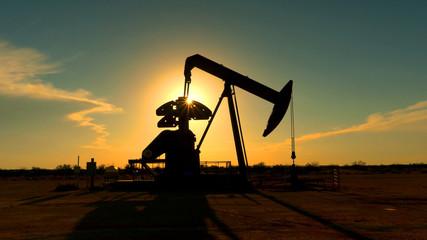Keuken foto achterwand Texas Industrial jack pump platform pumping crude oil over sunset sun