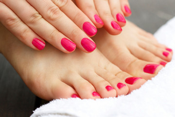 Photo sur Plexiglas Pedicure Red manicure and pedicure