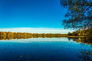 See in Norddeutschland im Herbst Meckelfeld See im großen Moor