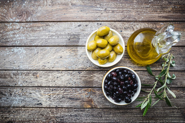 A set of olives and olive oil