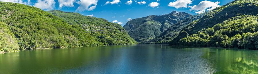 Stausee im Schweizer Tessin