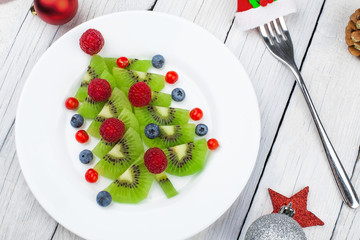 Kiwi Christmas tree - fun food idea for kids party or breakfast