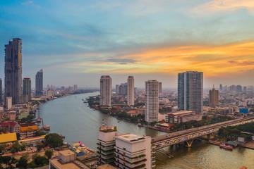 Photo sur Toile Chicago Aerial view of Bangkok city at evening, Chaopraya River, bangkok, Thailand