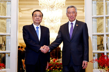 Chinese Premier Li Keqiang meets with Singapore's Prime Minister Lee Hsien Loong at the Istana in Singapore