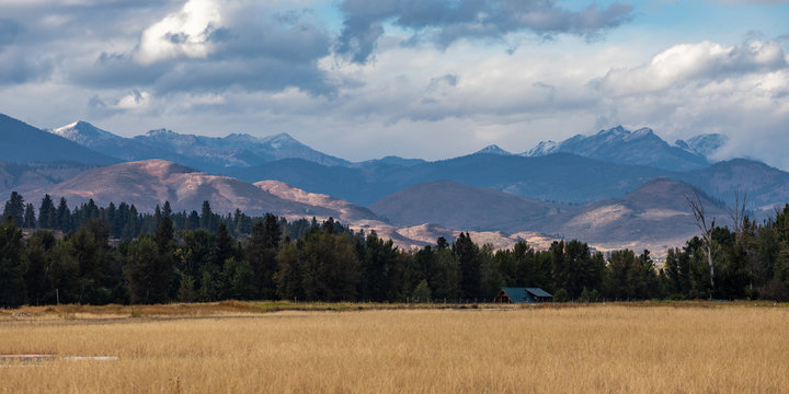 Snowy mountains over the Methow Valley
