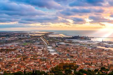 Panorama de Sète depuis le Mont-Saint-Clair au lever du soleil, Occitanie en France