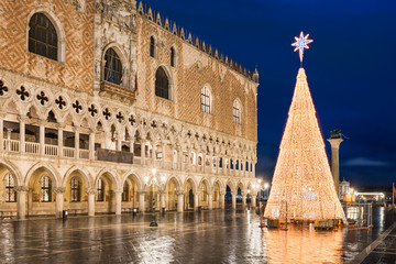 Tuinposter Centraal Europa Christmas decorations in Venice, Italy