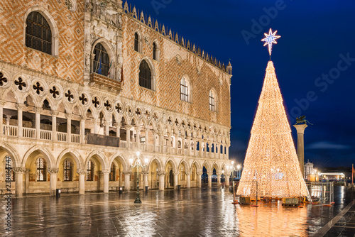 Christmas In Italy Decorations.Christmas Decorations In Venice Italy Stock Photo And