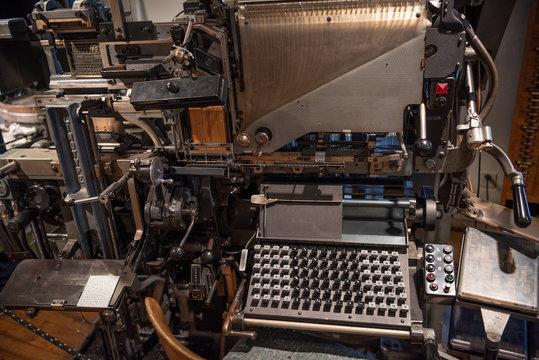 Satzmaschine für den Bleisatz (Drucktechnik)