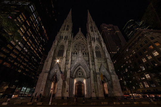 Night photo of St Patrick's Cathedral, New York