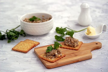 Forshmak, an appetizer of minced herring fillet with apple, onion and egg. Served with unsweetened wheat crackers. Jewish cuisine.