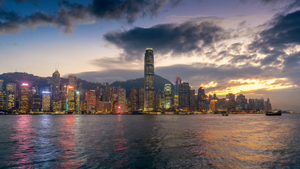 Fotomurales - Hong Kong cityscape at twilight.