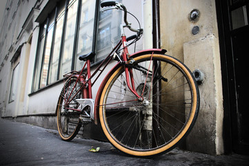 Vélo sur les rues de paris, en journée