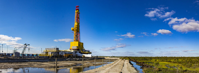 The BU 5000 drilling rig on sandy dumping in the middle of bog, Siberia panaramma