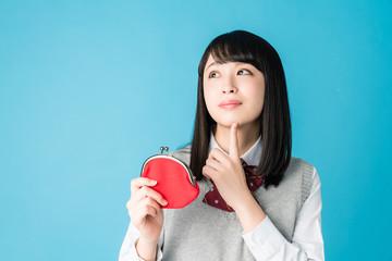 財布を持つ女子高生