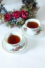 バラのリースと紅茶