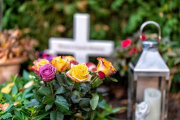 Poster Begraafplaats Friedhof mit alten Gräbern