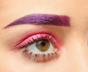 Foto op Plexiglas Beauty Young woman with dyed eyebrows and creative makeup, closeup