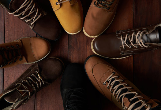 7526756 Circle of group shoes
