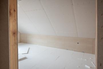 Zimmer im Rohbau mit Dämmplatten