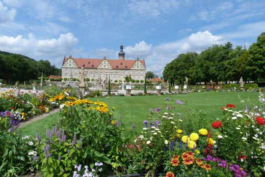 Blühender Barockgarten und Schloss Weikersheim