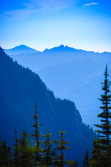 Photo sur Aluminium Bleu jean Hazy scenic view of mountain ranges in Mt. Rainier National Park.