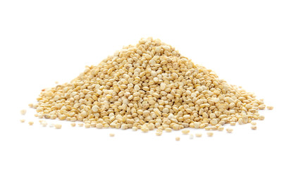 Photo sur cadre textile Graine, aromate Pile of raw quinoa on white background