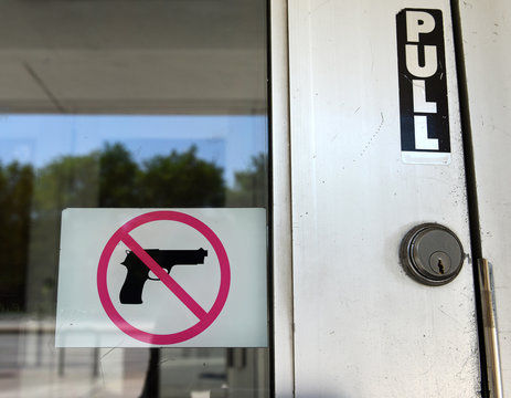 """The Sign """"No Gun"""" on the door in Chicago, IL"""