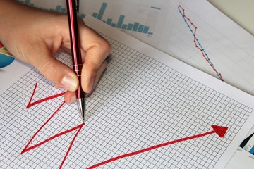 hand drawing a diagram