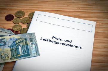 In deutsch Preis- und Leistungsverzeichnis einer Bank oder Kreditkarte in englisch Preis- und Leistungsverzeichnis mit Euro Geldmünzen und Cents
